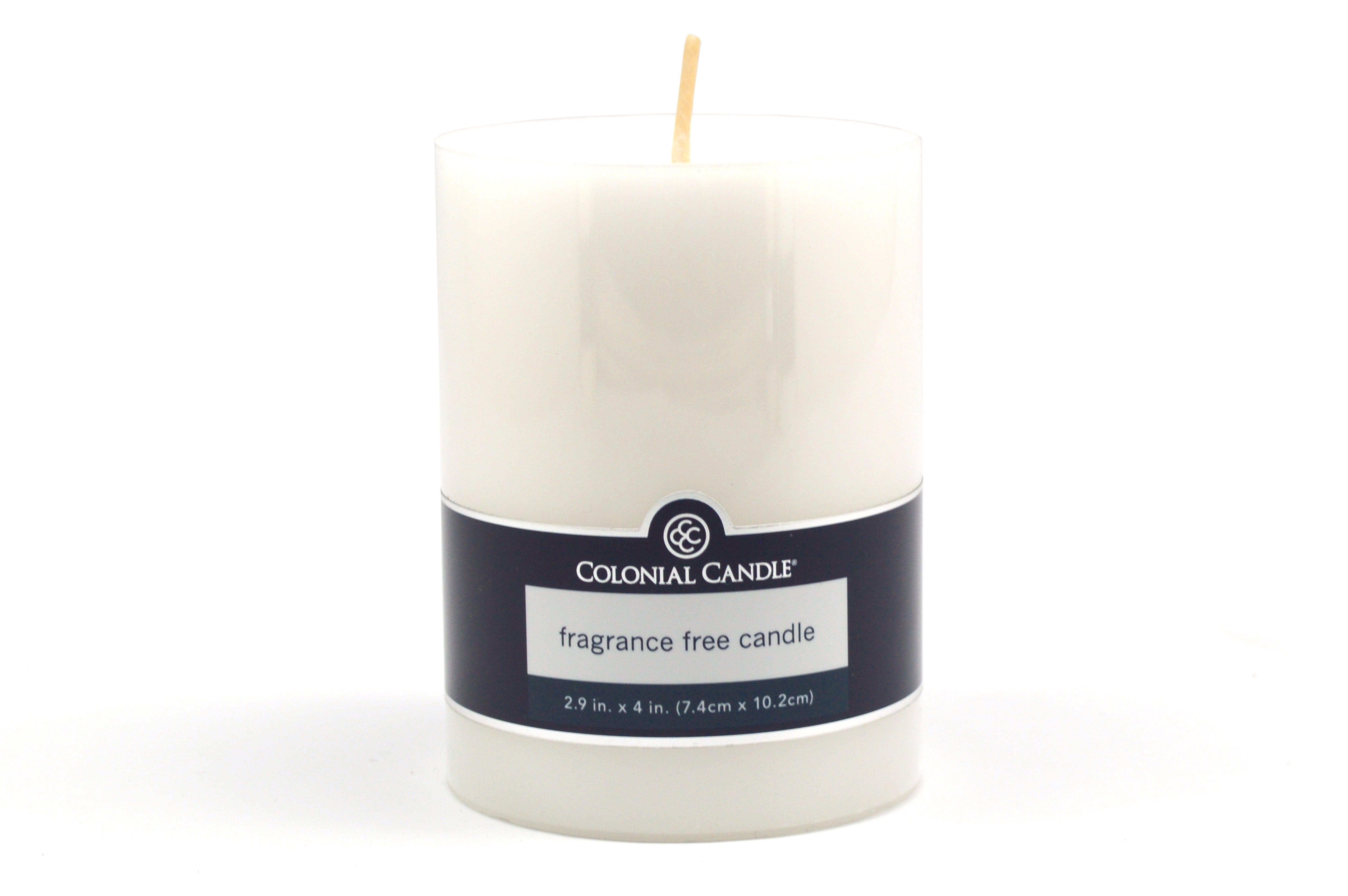 Vela pilar Colonial Candle® color blanco de 10.16 cm